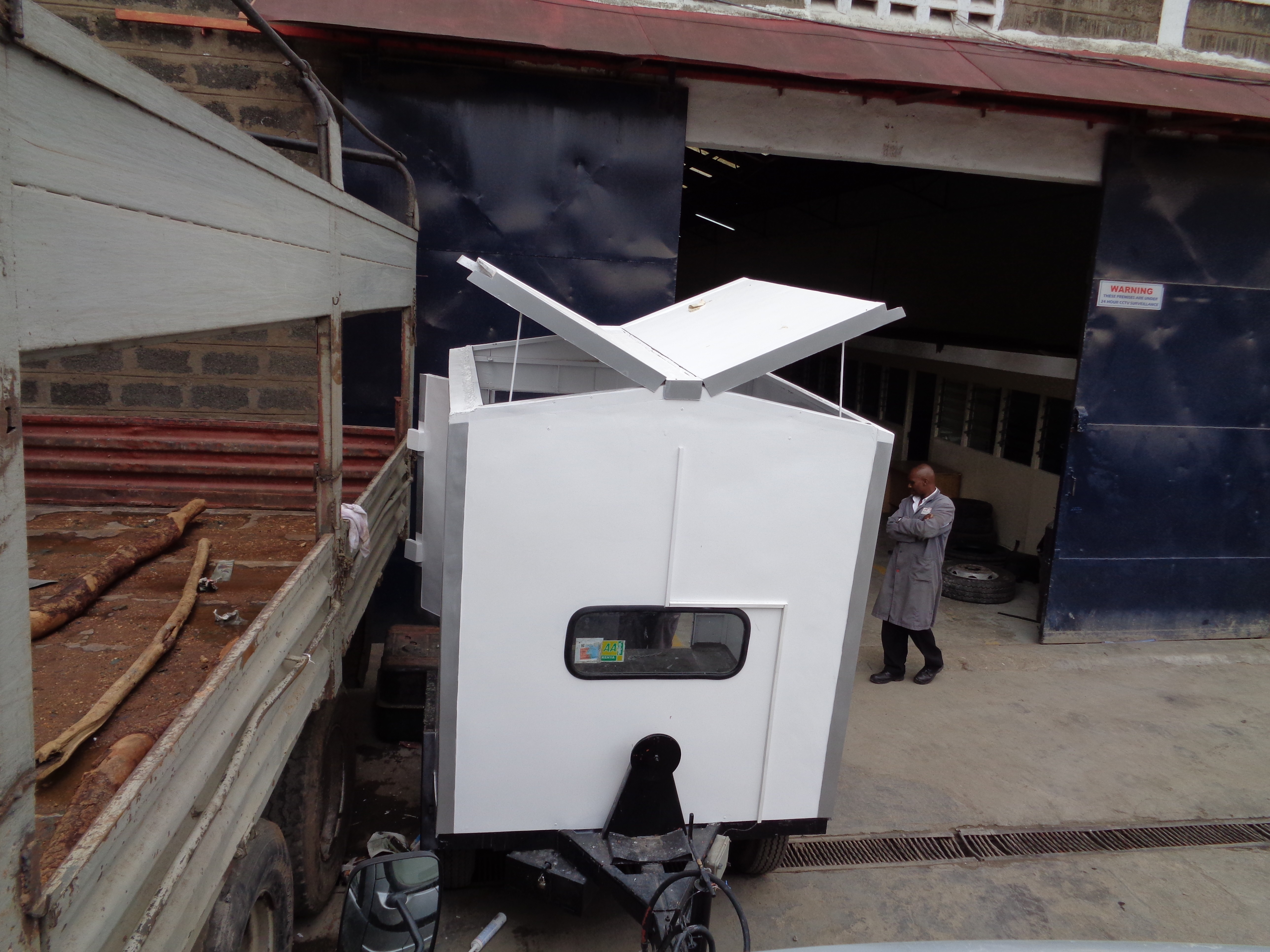 trailer butterfly roof
